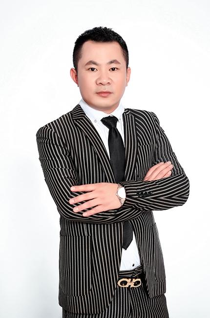 市场总监李勇